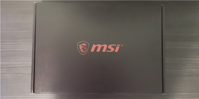 La caja que contiene el portátil para juegos MSI GE66 Raider 10SGS