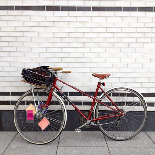 Some asshole stole this bike from my lower haight apt bldg sometime after 10:30 pm last night. Please help! #joaniebaby