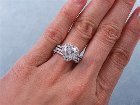 2.13 CTW HEART SHAPE DIAMOND WEDDING RING SET (Includes a