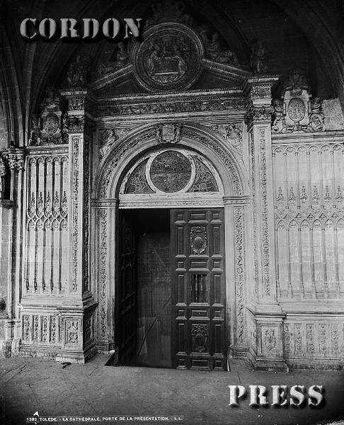 Puerta de la Presentación en el Claustro de la Catedral de Toledo hacia 1875-80. © Léon et Lévy / Cordon Press - Roger-Viollet