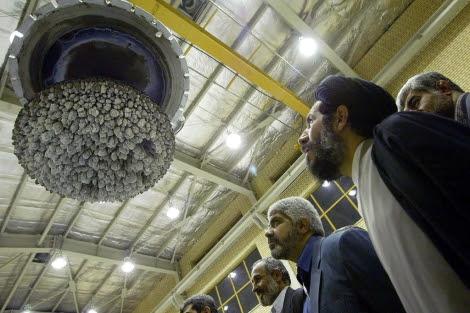 Miembros del Parlamento iraní inspeccionan la planta nuclear de Isfahan (Irán). | Efe
