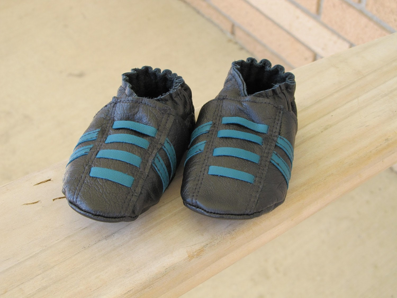 Black & Teal Leather Shoes Size 3, 12-18 months Running Style