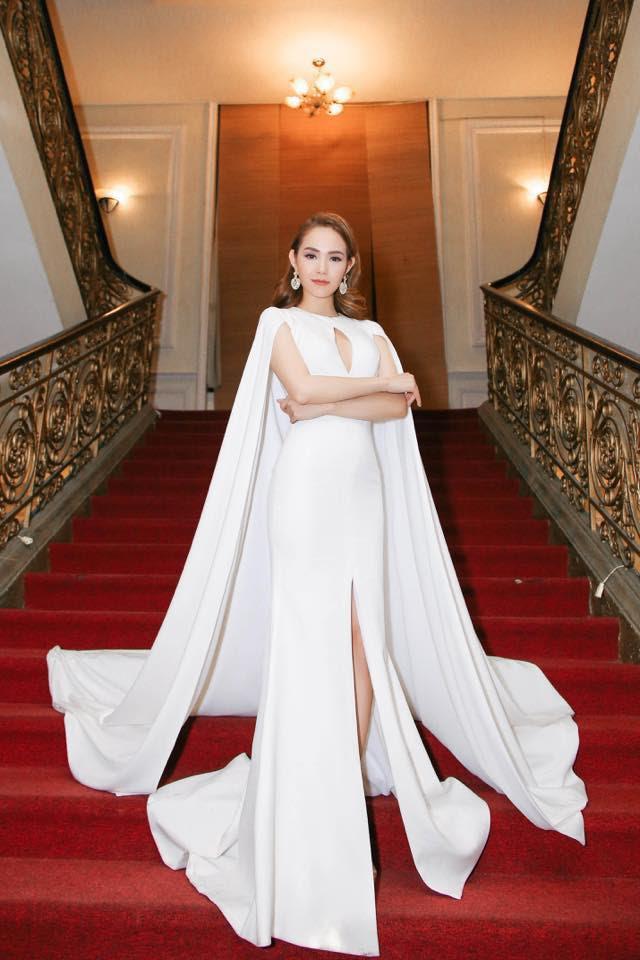 Chẳng may chọn màu sơn móng tay lệch tông, nhưng Kỳ Duyên vẫn xuất sắc dẫn đầu top sao mặc đẹp đầu năm 2018 - Ảnh 17.