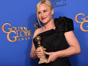 Patricia Arquette ganha o Globo de Ouro de melhor atriz coadjuvante por 'Boyhood'. (Foto: Jordan Strauss/Invision/AP)