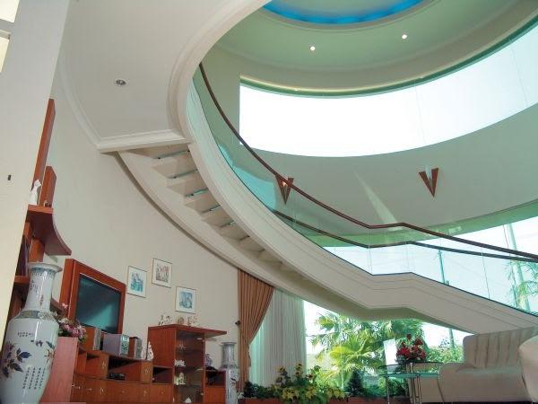 Wonderful Courtyard Home Decorating Design