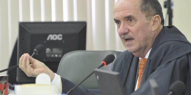 Resultado de imagem para desembargador Cláudio Santos autismo