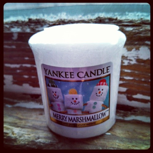 Day 5 #yarnpadc Candle, Merry Marshmallow #YankeeCandle #candle #snowmen