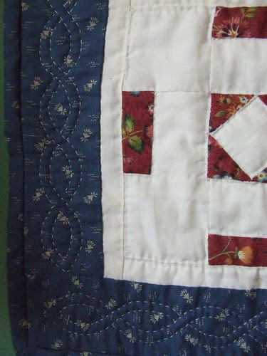 Closeup of my wonky border quilting