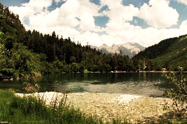 Πανέμορφη λίμνη που... σκοτώνει!
