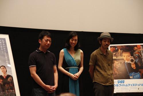 Photo session with Kazue Fukiishi 吹石一恵, Kankuro Kudo 宮藤官九 and director Takuji Suzuki 鈴木卓爾 at Gegege no Nyobo world premiere