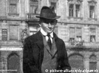Franz Kafka em Praga, por volta de 1920