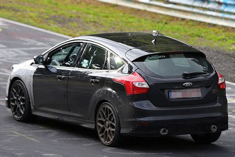 ford focus rs scooped pounding  nurburgring