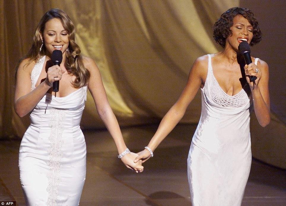 Melhor dos amigos: Whitney realizado duetos com vários tempos de Mariah Carey, aqui eles são vistos no palco do Oscar em 1999