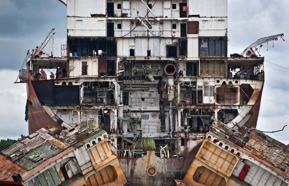Кладбище гигантских кораблей
