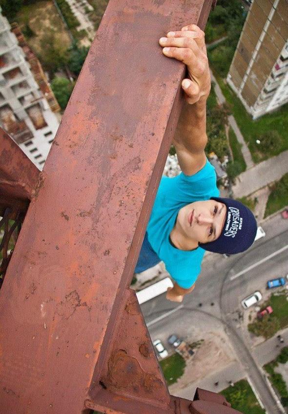 dizzying photos of ukrainian daredevil hanging from tall buildings 08 in Dizzying Photos of Ukrainian Daredevil Hanging from Tall Buildings