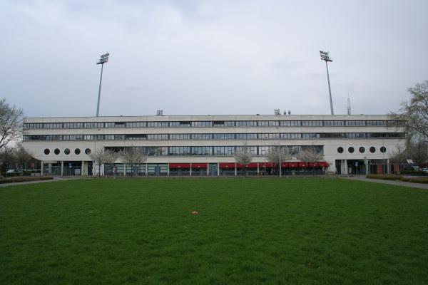 Maastricht_Stadion_De_Geusselt.jpg