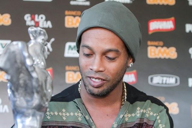 #Esporte: Prós e contras: negociação com Ronaldinho Gaúcho divide santistas