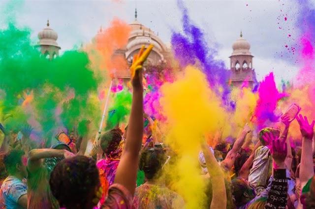 Dua Festival Holi, Pesta Warna Warni di India