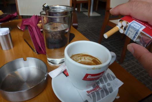 Μπουτάρης: Τραπεζάκια τέλος για τους καπνιστές στα πεζοδρόμια!