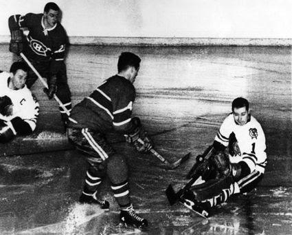 Canadiens vs Blackhawks 1962 photo Beliveau Hall Pilote Gilles Tremblay.jpg