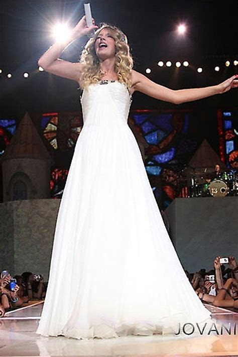 Taylor Swift in Vintage Jovani prom ballgown in her music