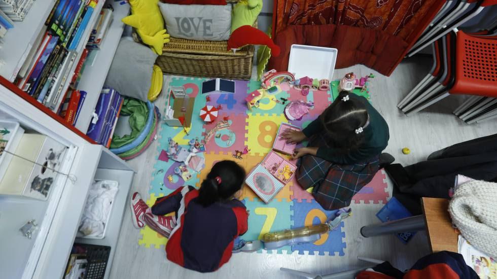 Actividades para niños en riesgo de exclusión social en el barrio de Usera, en Madrid.