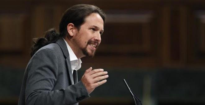 El líder de Podemos, Pablo Iglesias, durante su intervención en el pleno del Congreso en el que el presidente del Gobierno, Mariano Rajoy, comparece para dar cuenta de la situación en Catalunya. EFE/Javier Lizón