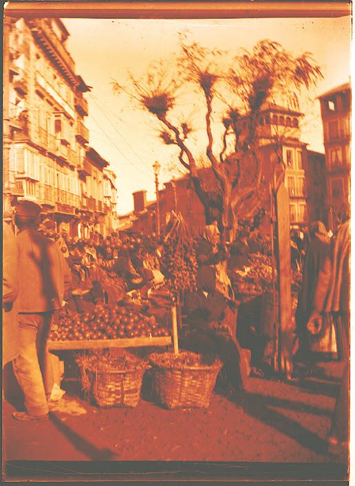Zocodover un día de mercado del Martes a principios del siglo XX. Foto de Pedro Román