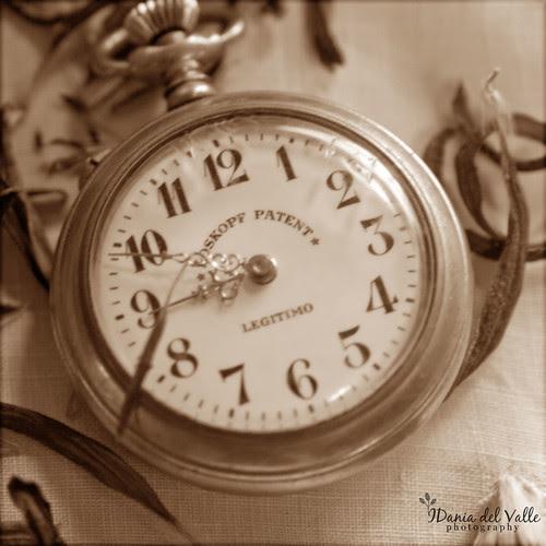 Sujeta el tiempo con ambas manos...