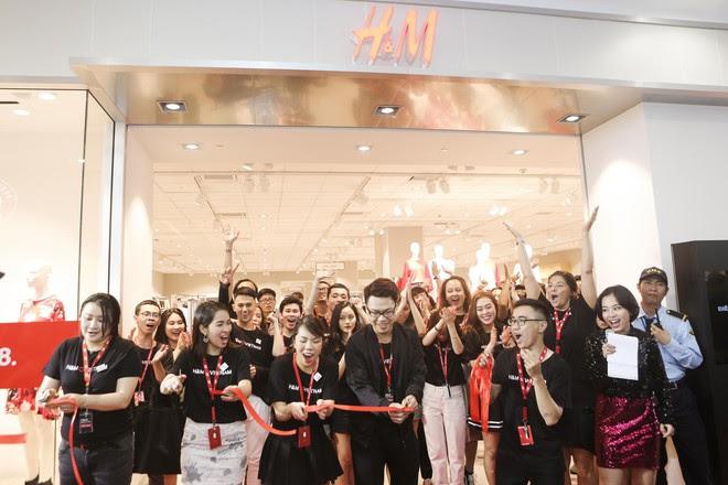 H&M Việt Nam tiếp tục khai trương thêm một cửa hàng thứ 3 tại Sài Gòn - Ảnh 2.
