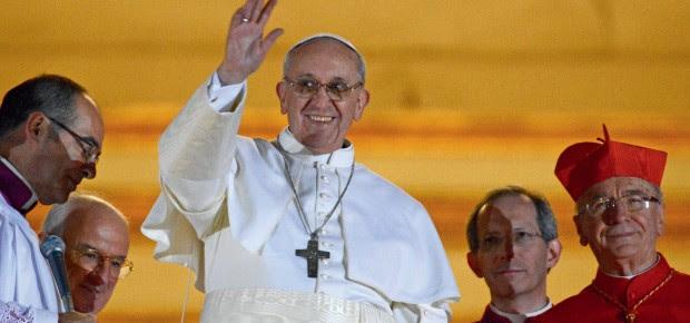 ENTROU CARDEAL, SAIU PAPA O papa Francisco. Ser um nome de fora da Cúria ajudou em sua eleição. Além disso, o bispo de Buenos Aires já recebera votação expressiva no conclave que elegeu Bento XVI  (Foto: Dylan Martinez/Reuters)