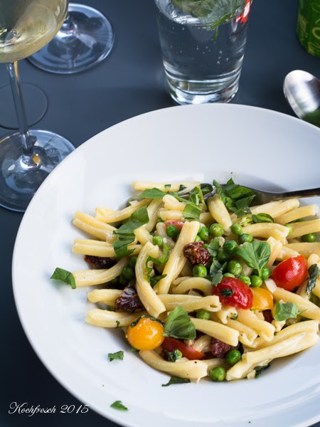 kochfrosch schnelles abendessen pasta mit erbsen mascarpone sauce. Black Bedroom Furniture Sets. Home Design Ideas