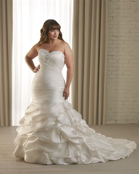 Dress for the Curvy Bride.   Curvy Couture Bridal