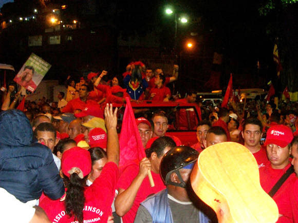 Chávez levanta el niño. Foto: Arnaldo Rodríguez.