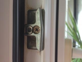 hochwertige baustoffe faule holzfenster reparieren. Black Bedroom Furniture Sets. Home Design Ideas