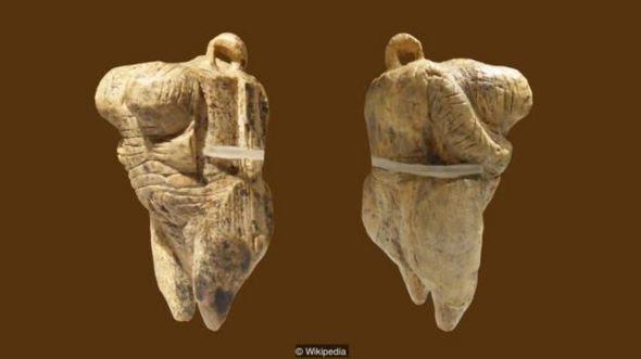 Tượng được lấy tên là Vệ Nữ ở Hohle Fels là tượng cổ nhất được biết tới nay, là một thí dụ không cần bàn cãi về mô tả con người trong nghệ thuật tiền sử