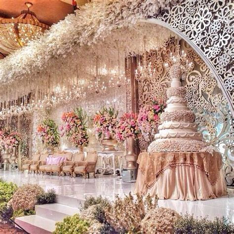 30 Grand & Opulent Royal Wedding Inspired Wedding Cake By