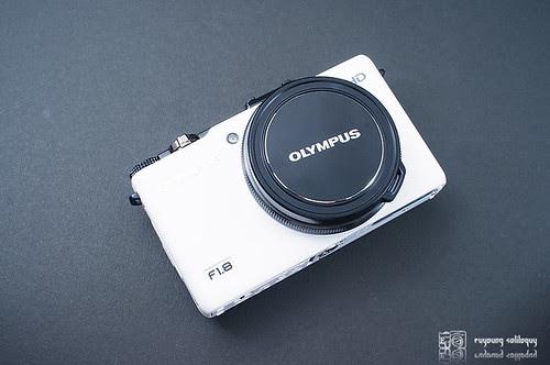 Olympus_XZ1_exterior_03