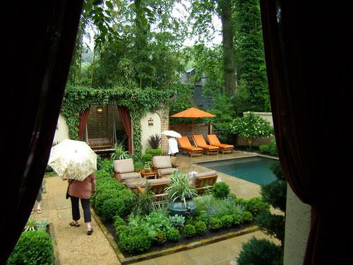 P5170172-Duck-Pond-Garden-Med-Orange-Chaises