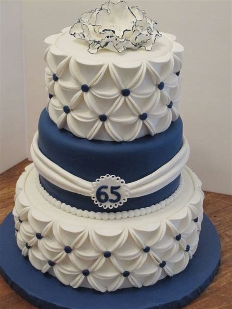 Best 25  Anniversary cakes ideas on Pinterest