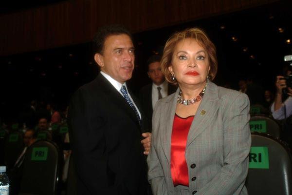 Miguel Ángel Yunes, actual gobernador de Veracruz, con la ex lideresa magisterial Elba Esther Gordillo.