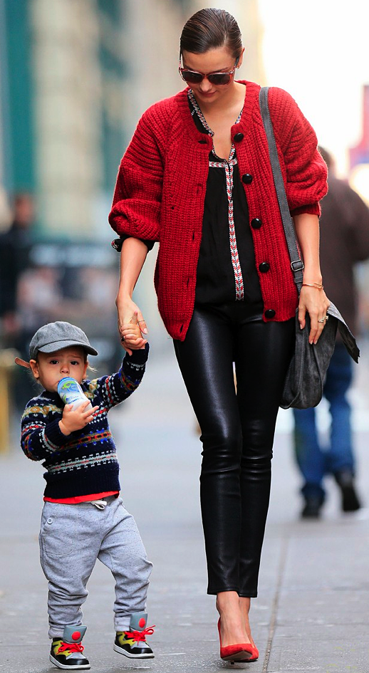 LE FASHION STYLE BLOG MIRANDA KERR HOT CHIC STYLISH MOM MOMMA FLYNN ORLANDO BLOOM RED KNIT CARDIGAN SWEATER SKINNY LEATHER PANTS RED SUEDE PUMPS HEELS GREY GRAY SATCHEL BAG EMBROIDERED LINED ISABEL MARANT TOP SHIRT CARTIER BRACELET RINGS 3