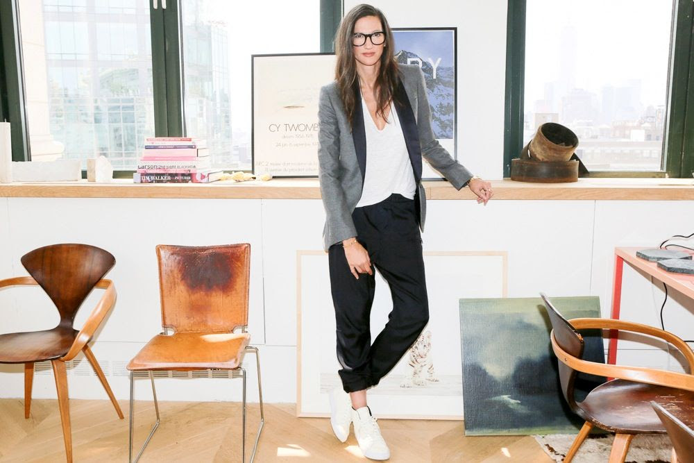 Le Fashion Blog -- Jenna Lyons J.Crew's Queen Of Cool -- Tux Blazer Jogger Pant High Top Sneakers Via Into The Gloss photo Le-Fashion-Blog-Jenna-Lyons-Queen-Of-Cool-Tux-Blazer-Jogger-Pant-High-Top-Sneakers-Via-Into-The-Gloss.jpg
