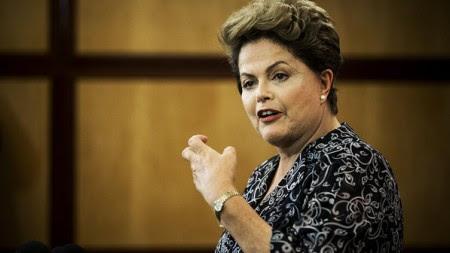 DilmaTeatralAdrianoVizoniFolha