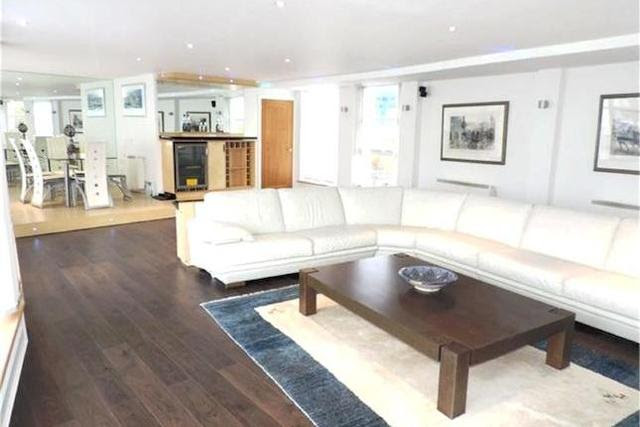 2 bedroom Flat to rent in Manchester Road London E14