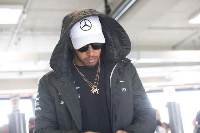 Hamilton em Interlagos durante os treinos livres deste sábado (11) para o GP do Brasil (Foto: Paulo Lopes/Futura Press/Estadão Conteúdo