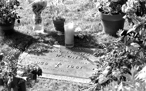 Natalie's grave - natalie-wood Photo