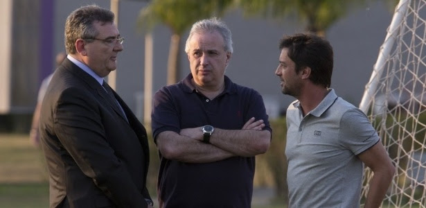 Roberto de Andrade quer cortar gastos da gestão de Gobbi (à esquerda)