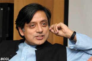 Delhi gang rape: Shashi Tharoor favours making public identity of victim