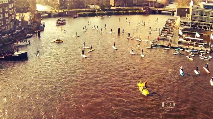 Festival de Pranchas a vela (stand-up paddle) em Amsterdã (Foto: Reprodução TV Globo)